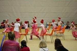 Die Ballettgruppe von Irina Schorn trat auf der Weihnachtsfeier 2013 des Tus Engter auf.
