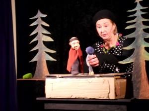Pappen-Elli spielt Hänsel und Gretel