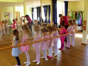 Endlich ist auch das Projekt Ballettstange für das Kinderballett verwirklicht